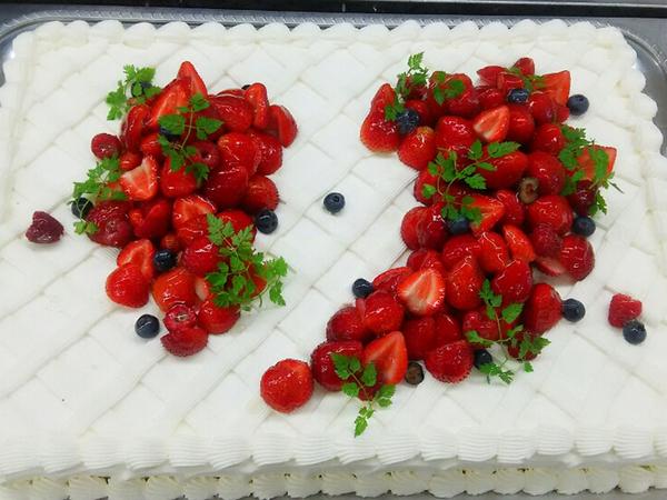 ウエディングケーキ 1、生デコいちご