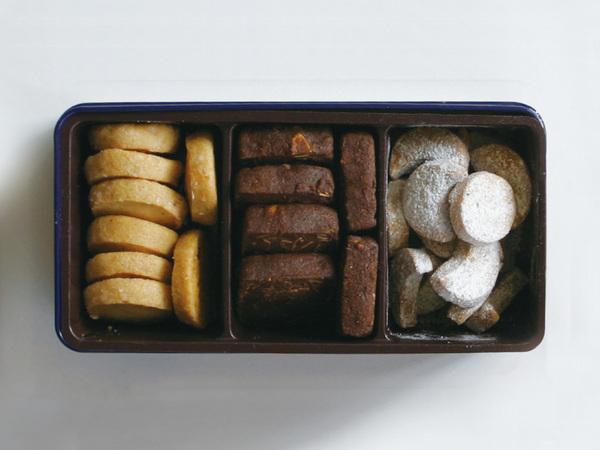 クッキー缶 焼き菓子3種 詰め合わせ1,296円(税込)+配送料